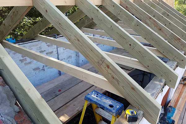 Construction of a truss roof